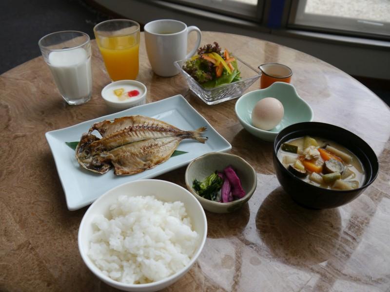 大人和朝食